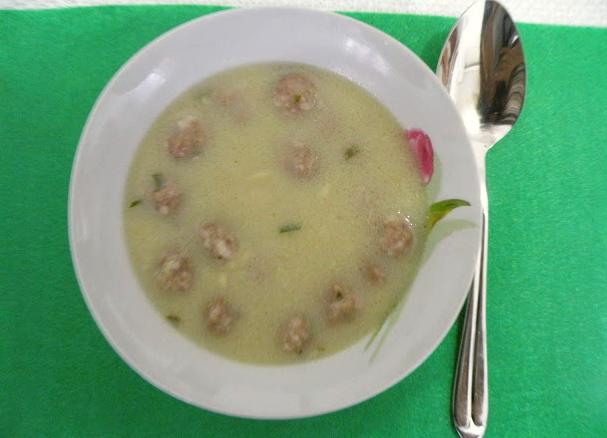 Ekşili köfte çorbası