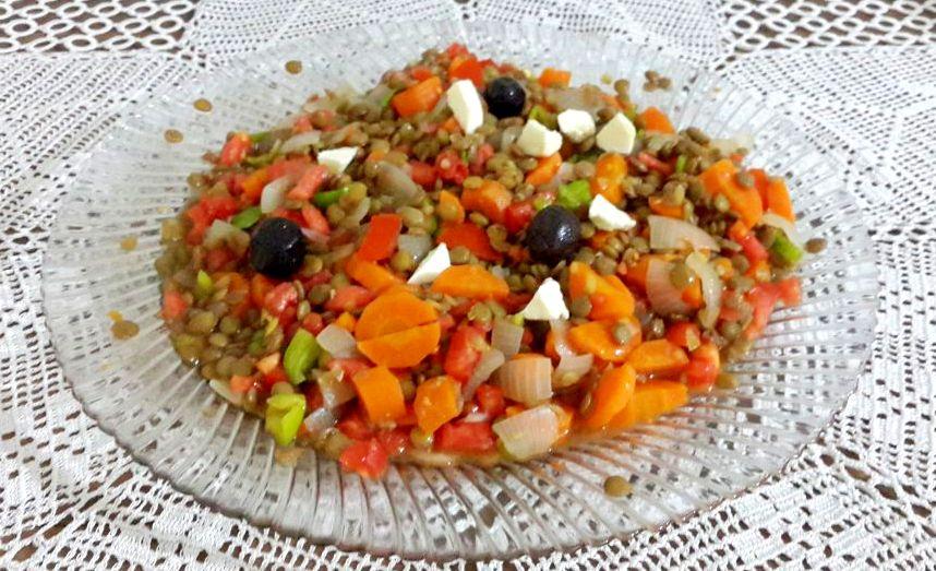 yeşil mercimekli hasbahçe salatası