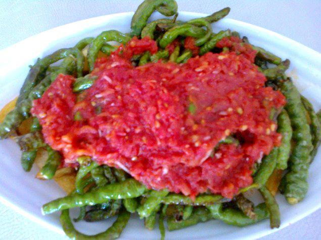 domates soslu biber kızartması