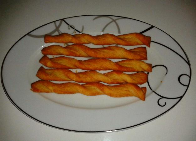 Milföy hamurundan çubuk kraker