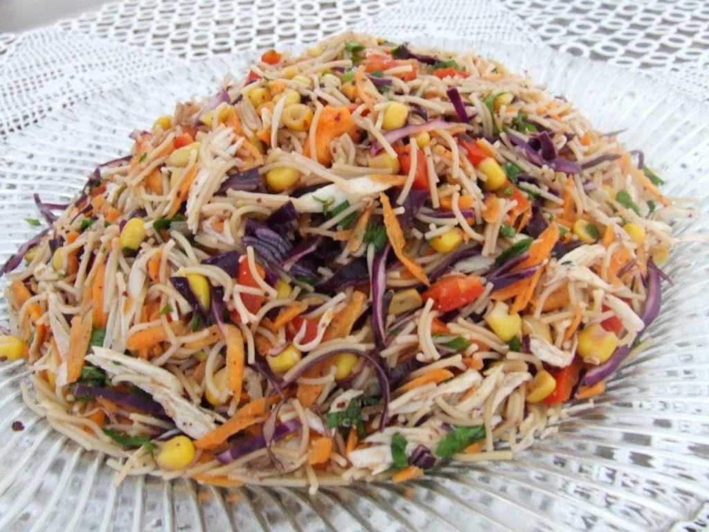 şehriyeli tavuklu salata