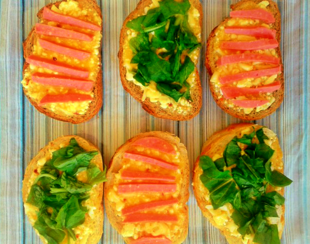 Rokalı salamlı ekmek