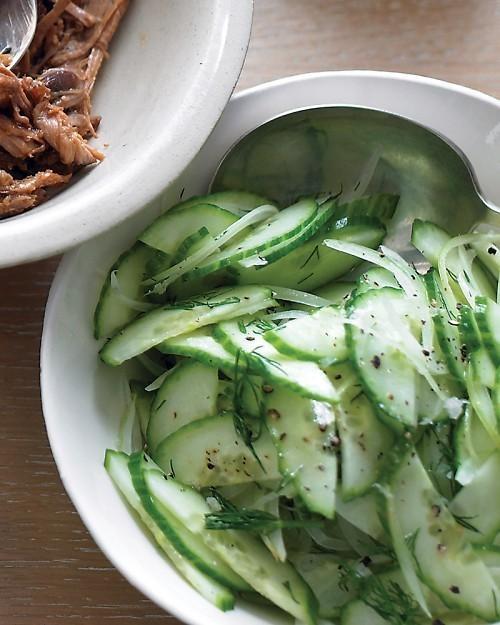 Salatalık ve tatlı soğanlı kolay salata