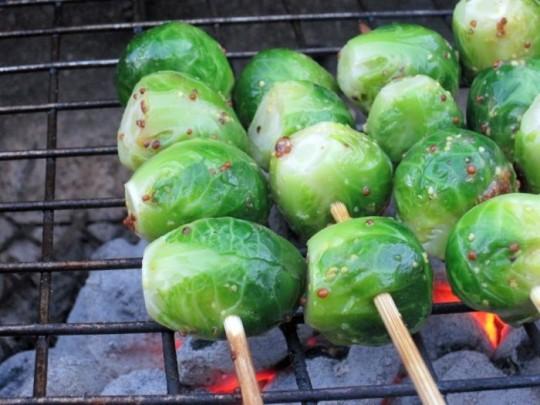 Hardallı ızgara şiş brüksel lahanası