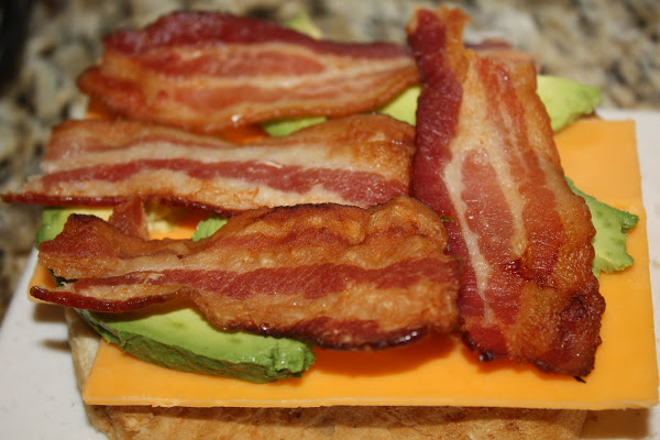 avokado-ve-bacon-tost-tarifleri-2