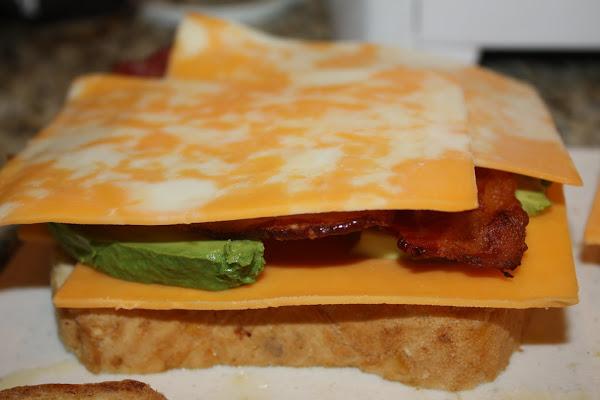 avokado-ve-bacon-tost-tarifleri-3