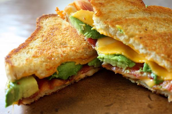 avokado-ve-bacon-tost-tarifleri-5
