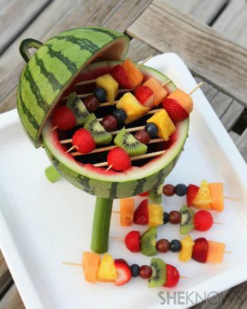 karpuz-kasesinde-meyve-salatasi-