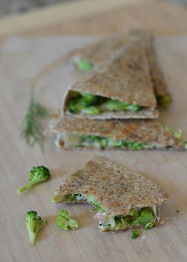 avokado-ve-brokoli-ile-tortilla-tarifi-1