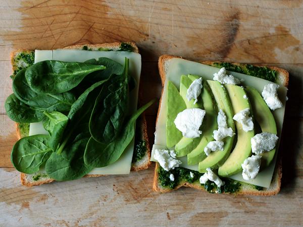 peynir-avokado-ispanakli-tost-1